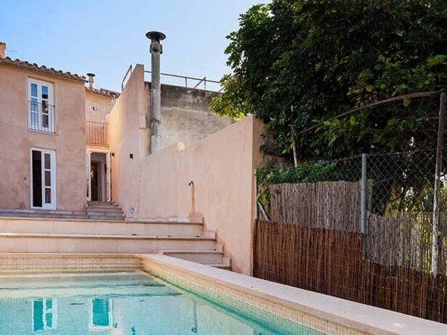 Three bedroom Mallorcan town house with pool in central Campanet