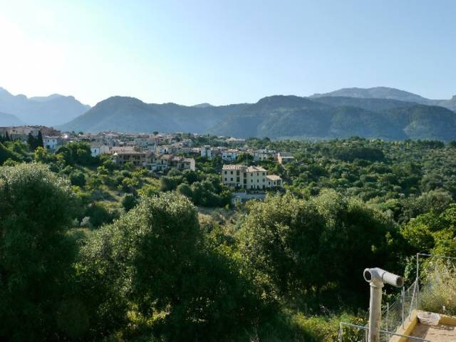 Beautiful town house for sale in Campanet with private terrace