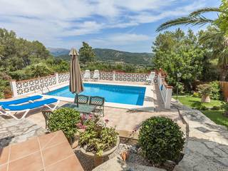 Delightful villa with lovely garden and stunning mountain views on the outskirts of Campanet