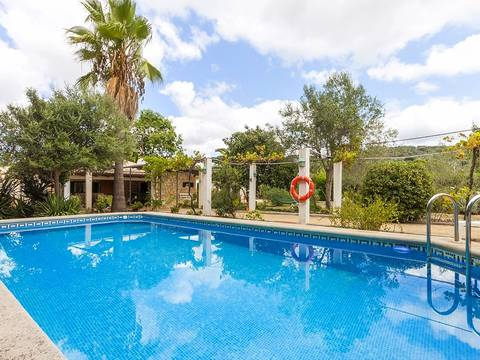 CAM50002CAM4 A fantastic opportunity to buy a country house with pool and tennis court in a peaceful location