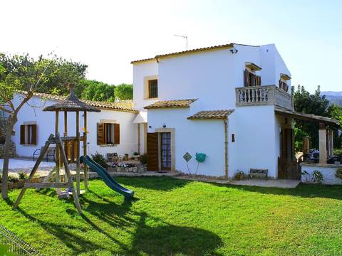 CAM5962 Superb finca for sale in Campanet with lovely sea views