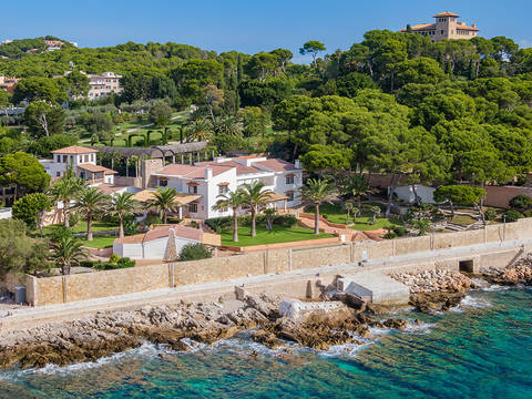 CAP40559 Incredible frontline property with private access to the sea in Cala Ratjada