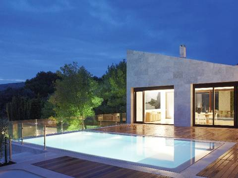 CAP4651 Modern villas with sea and golf views in a luxury estate with 5 star hotel service.
