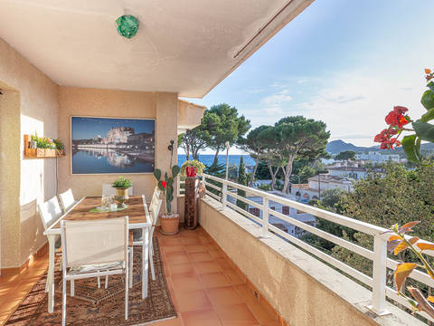 CAR11806 Sea view apartment just metres from the beach in Cala Ratjada