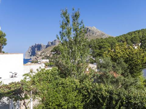 CAV20098POL2 For investors: Building with 4 apartments and a bar below to reform in Cala San Vicente