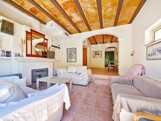 Town house with communal pool, minutes from the beach in Cala San Vicente