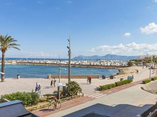 Attractive 3 bedroom apartment on the seafront in Can Picafort, superb views over the bay