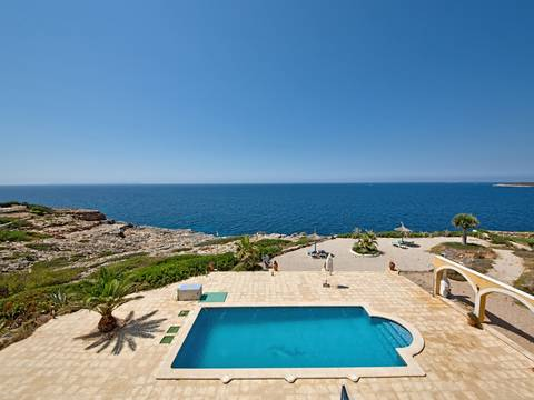 CSJ52486LLU5 Seven bedroom super sea front villa with four independent accommodations in Cala Pi