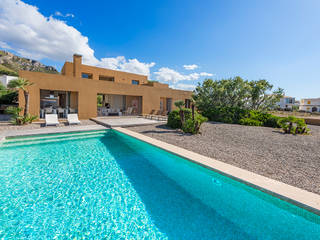 Frontline villa with pool and incredible views in Colònia de Sant Pere