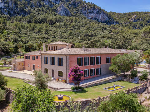 ESP52542VAL5 Impressive country estate with various buildings in Esporles