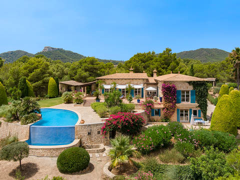FEL52556 Wonderful finca with immaculate gardens and breath-taking views in Felanitx