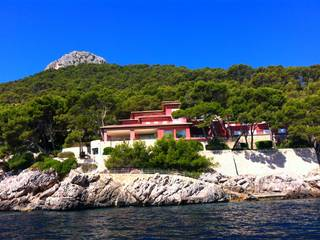 Impressive waterfront villa for sale in Formentor with direct access to the sea, Pollensa,  North of Mallorca