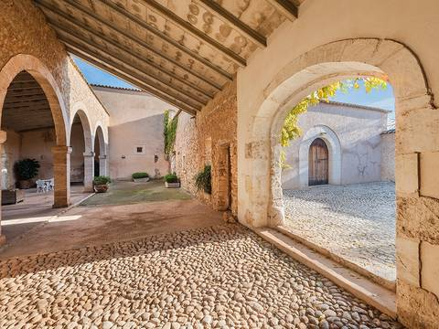 INC52443 Mallorcan estate on extensive grounds offering an enormous investment potential in Inca