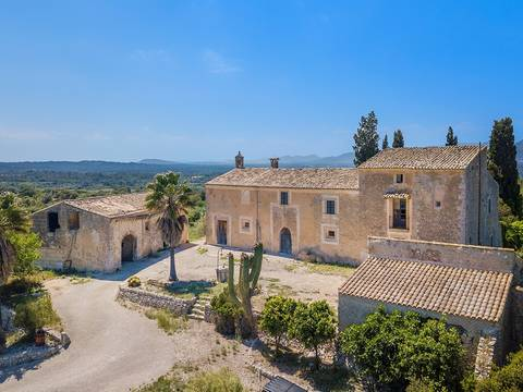 LLI52469 Stately manor house in need of reform in the middle of the countryside near Llubí
