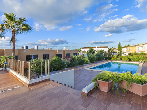 LLU40324LLU2SWO Frontline home with direct sea access, private garden and communal pool in Llucmajor