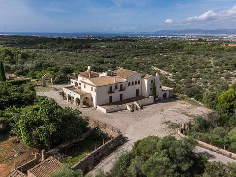 LLU5974 Unique country estate with several buildings and fantastic views near Palma