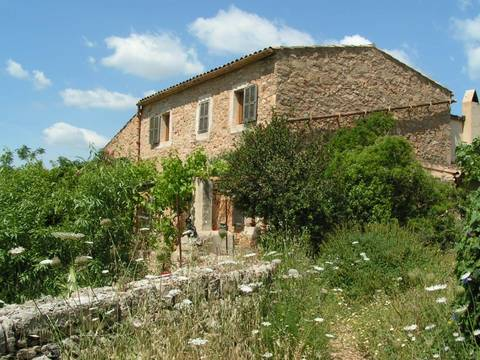 MAN50PER0407 Farmhouse with potential as a countryside hotel, extensive layout, in Manacor