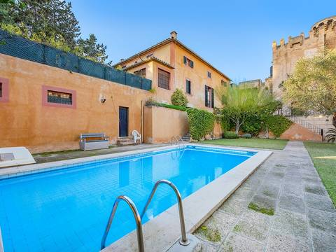 PAL20268 Incredibly unique 5 bedroom house, with community pool in the heart of Palma