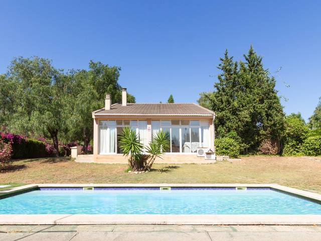 Excellent 4 bedroom villa with pool house in near Palma in Marratxi