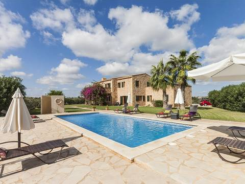 POC50015 Elegant country villa near Porto Cristo with open views over the landscape to the sea