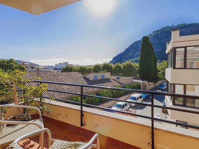 Spacious and sunny apartment within a few minutes to the main square in Pollensa