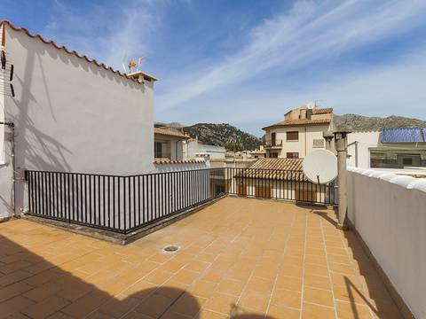 POL11418 Great opportunity to purchase five bedroom duplex in the center of Pollensa