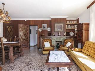 Spacious and bright apartment needing a revamp with a big terrace, central part of Pollensa town