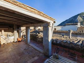 Attractive apartment needing renovation in old town Pollensa