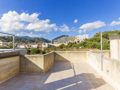POL11800 Excellent 2 bedroom apartment with private roof terrace in Pollensa