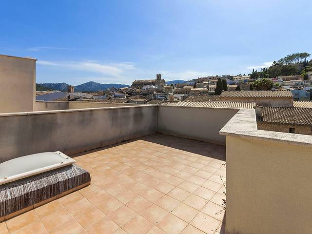 Large house for sale in Pollensa with garage