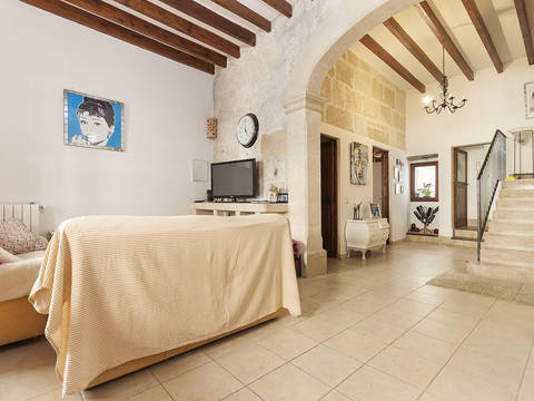 POL20042 Absolutely lovely town house for sale in the heart of Pollensa, with patio, roof terrace and garage