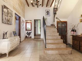Absolutely lovely town house for sale in the heart of Pollensa, with patio, roof terrace and garage