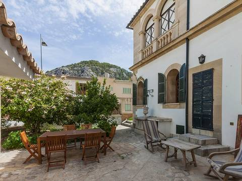 POL20088 Magnificent town house with patio and garage in Pollensa