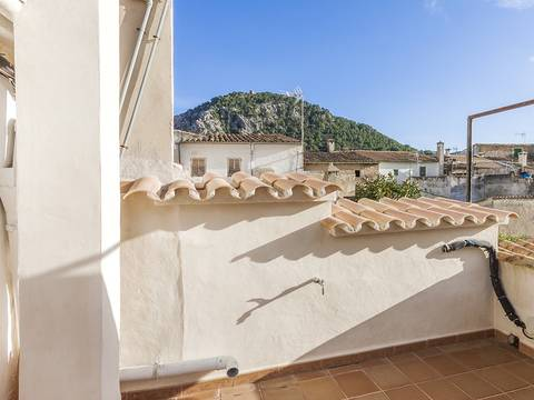 POL20107 Large, 3-storey town house located in a quiet street in Pollensa old town