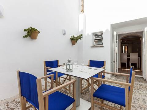 POL20110 Lovely two storey town house with coveted rental license in Pollensa