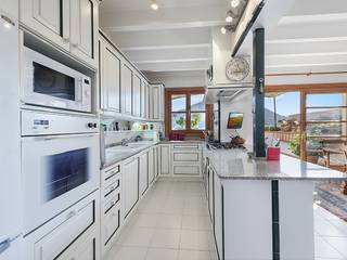 Spacious town house with panoramic views just off the famous Calvari steps in Pollensa
