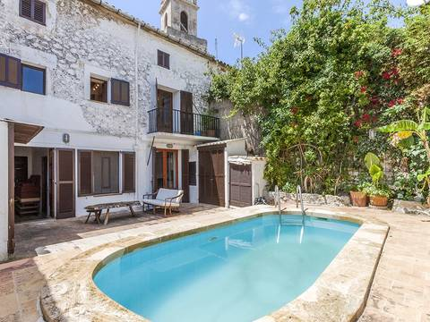 POL20159 Centrally located town house with pool in an elevated part of the old town in Pollensa