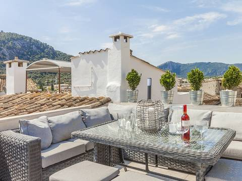 POL20165 Delightful town house, recently renovated, with roof terrace and pool in the centre of Pollensa