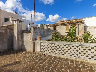 Large four bedroom town house to reform with loads of potential in centre of Pollensa