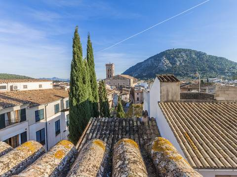 POL20199 Characterful house with terrace in the centre of Pollensa old town