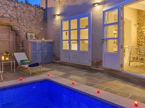 POL20201NEW Charming, newly refurbished town house, close to the main square in Pollensa