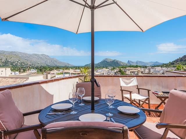 Fantastic town house with a roof terrace offering magnificent views in Pollensa