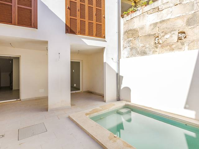 Modern town house with plunge pool, just minutes from the centre of Pollensa