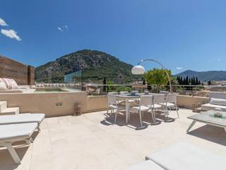 Luxurious four bedroom town house with pool and garage in Pollensa old town