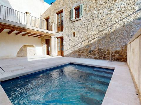 POL20301RM Refurbished 3 bedroom house with private pool in the centre of Pollensa