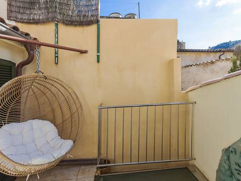 POL2047 Lovely, completely renovated town house in Pollensa old town, close to the town centre