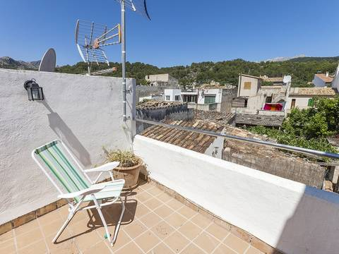 POL2146 Cute town house in central location for sale in Pollensa, near the market square