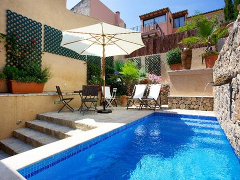 POL2813 Enchanting, completely restored town house with pool and holiday rental license in Pollença