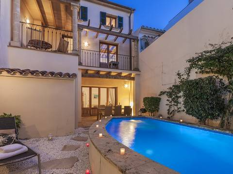 POL2902POL2 Excellent town house for sale in Pollensa with pool and separate guest house
