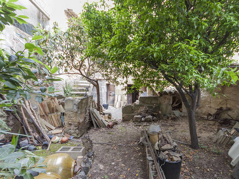 POL2982 Excellent refurbishment opportunity in Pollença, town house with large garden and garage